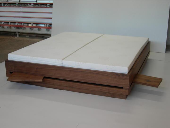nussbaum bett mit einschiebeplatten manus. Black Bedroom Furniture Sets. Home Design Ideas